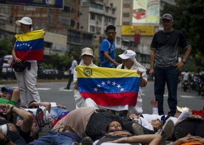 the-wynwood-times-venezuela-en-resistencia-monjas