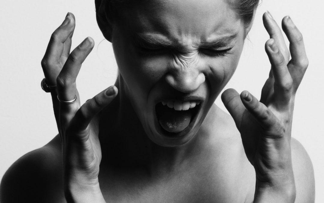 Una dimensión rojo carmesí: el misterio de la ira femenina