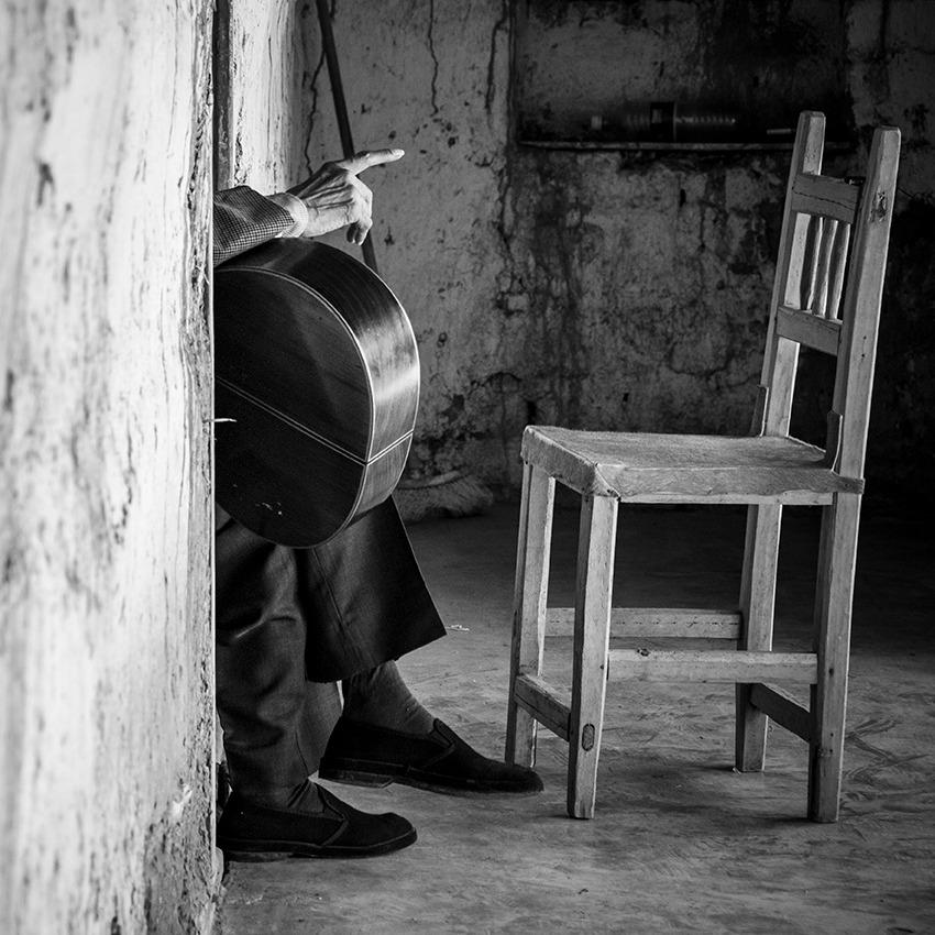 """Alirio Diaz, músico, de la serie """"Conocidos:Desconocidos"""" 2020"""